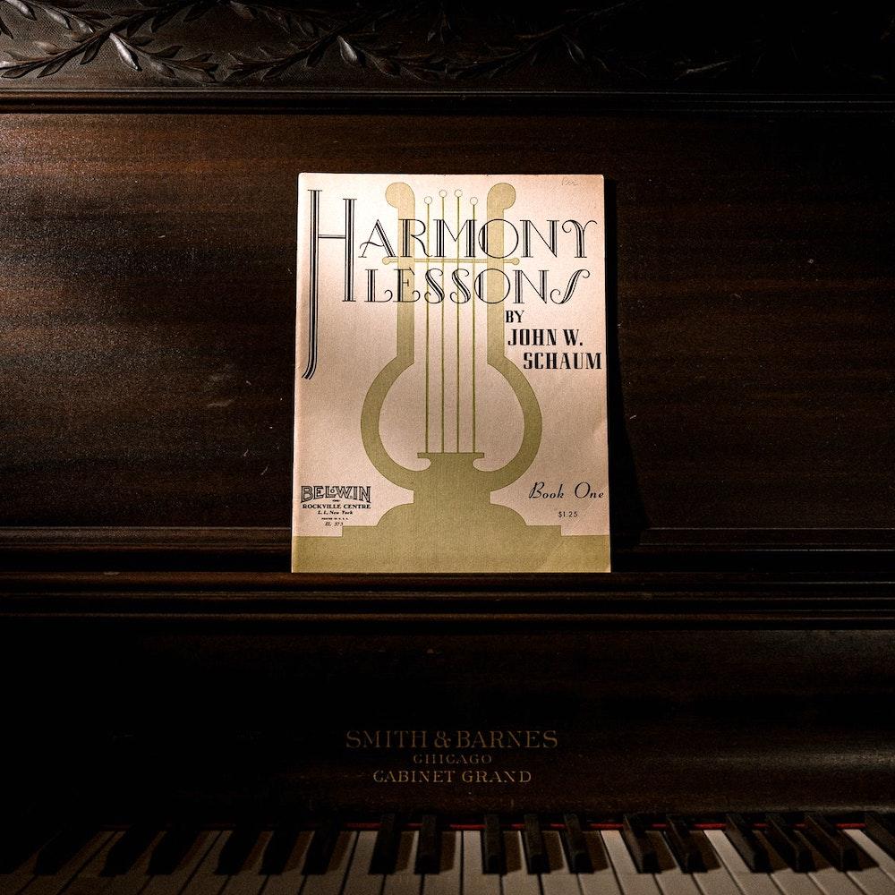 https://neuemusikschulelandau.de/wordpress/wp-content/uploads/2021/02/nml_harmonielehre.jpg